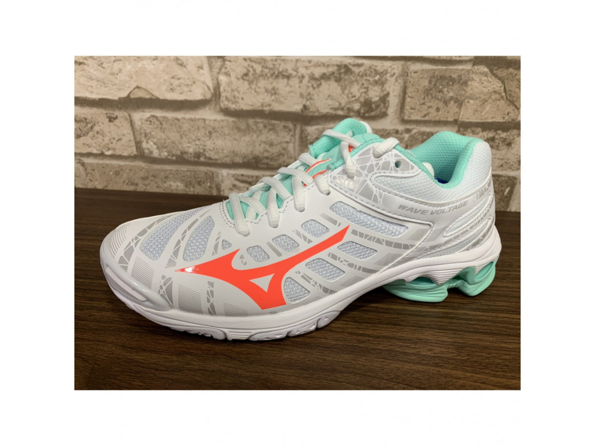 Обзор женских кроссовок для волейбола Mizuno Wave Voltage W