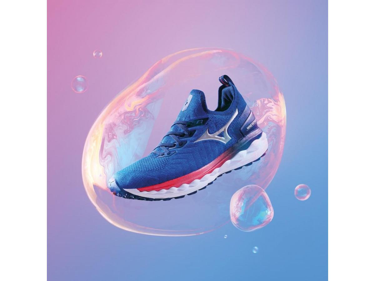 Як правильно прати кросівки для бігу: в пральній машині чи вручну