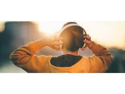 Біг в навушниках. Музика під час бігу: переваги та недоліки