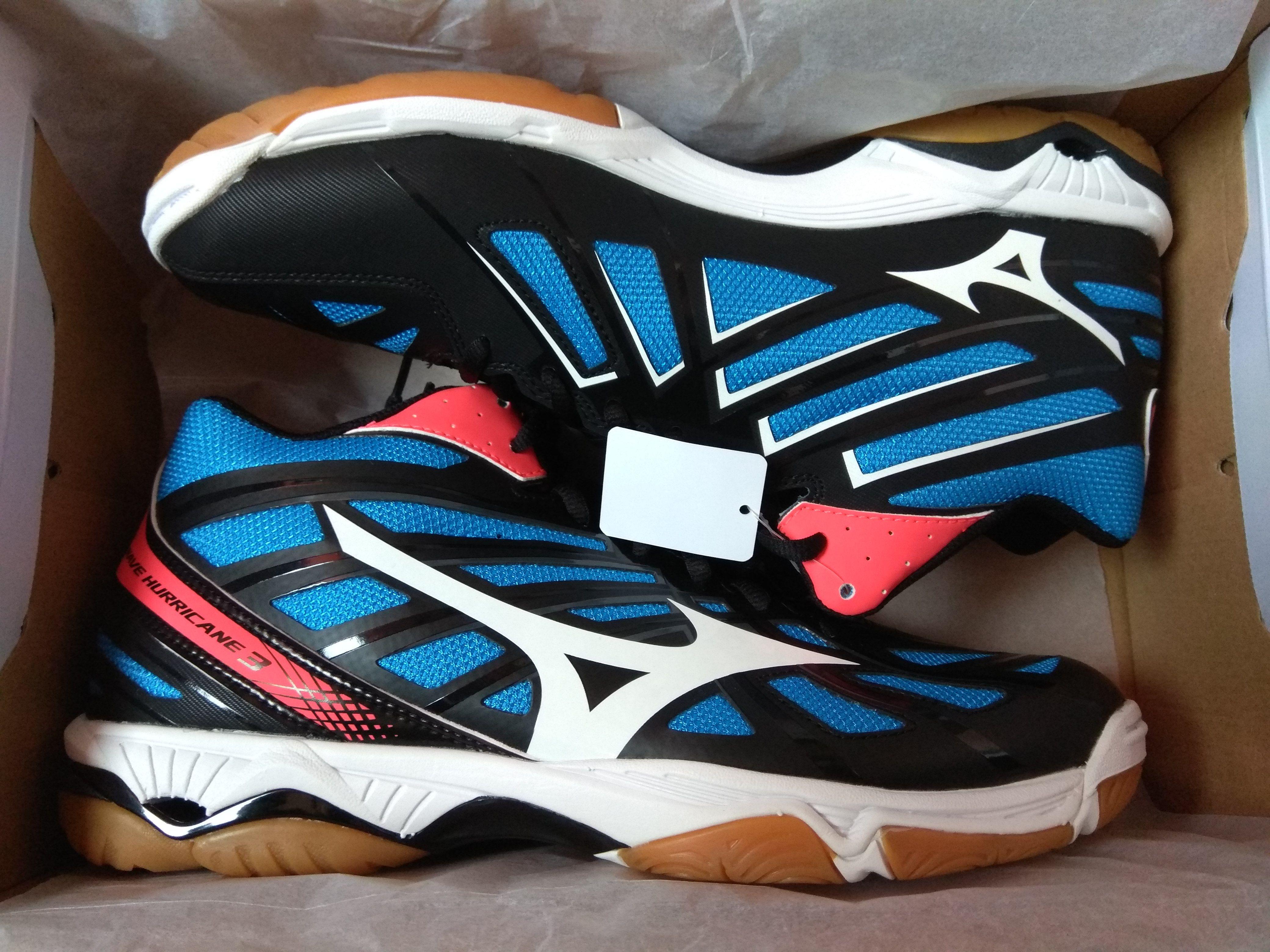 Купить волейбольные кроссовки Mizuno так же просто и легко, как побеждать в  них. Наши специалисты подскажут и помогут определиться с выбором. 8d35c47c359
